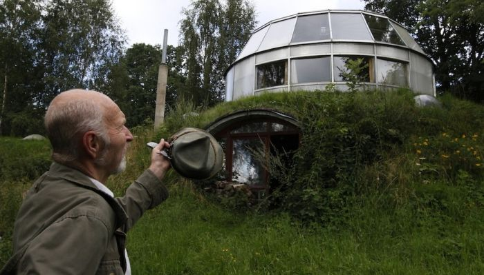 Robo-Hobbit House in Czech Republic (9 pics)