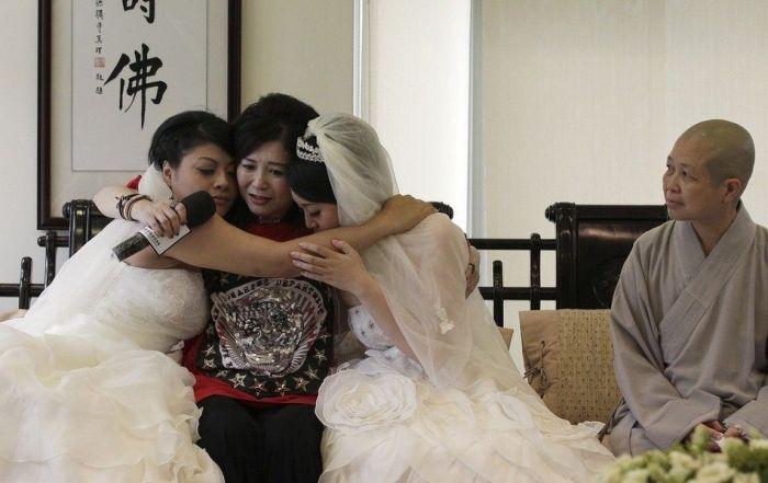 Taiwan's First Same Sex Wedding (13 pics)