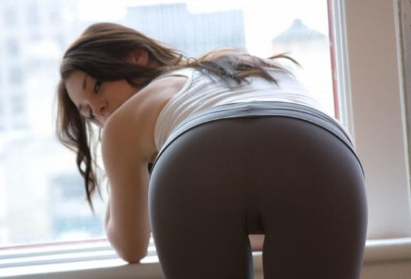 Girls in Yoga Pants and Memes (50 pics)