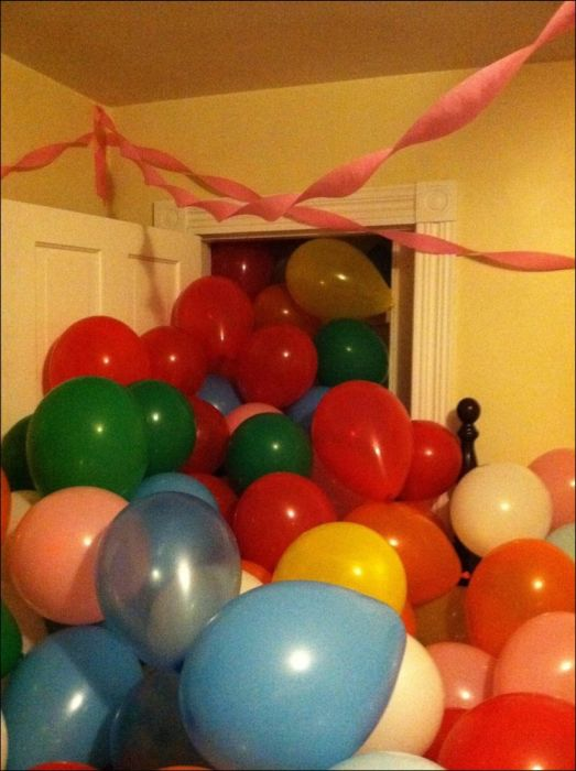 1500 Balloons Roommate Prank (17 pics)