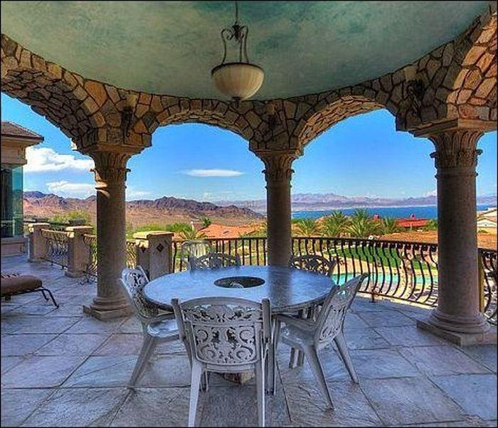 Amazing Mansion in Nevada (20 pics)