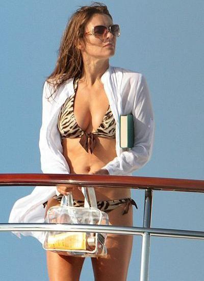Famous Girls in Animal-print Bikinis (41 pics)