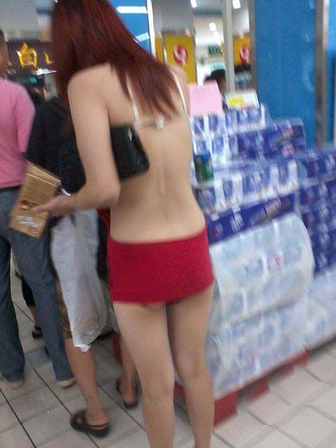 The Dress is Too Small (7 pics)