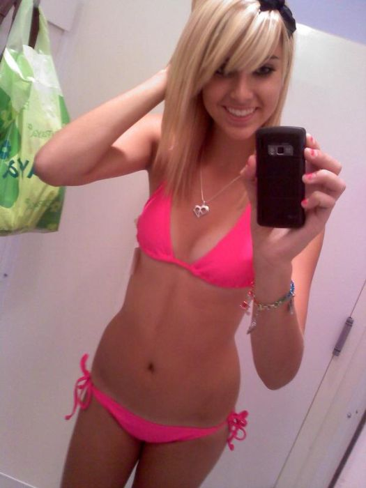 Girls Mirror Pictures (43 pics)