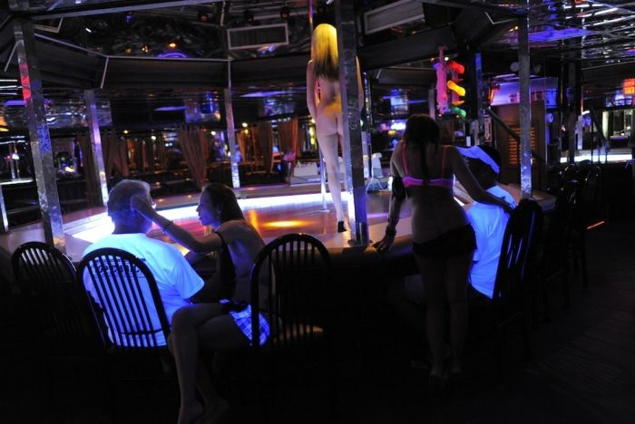 Photos From Inside Tampa's Most Famous Strip Club (21 pics)