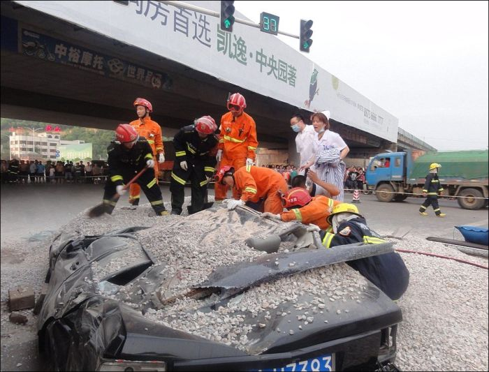 Horrific Crash with a Happy End (6 pics)
