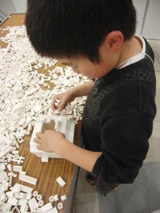 1.8 Million LEGO Bricks Used to Create Map of Japan (19 pics)