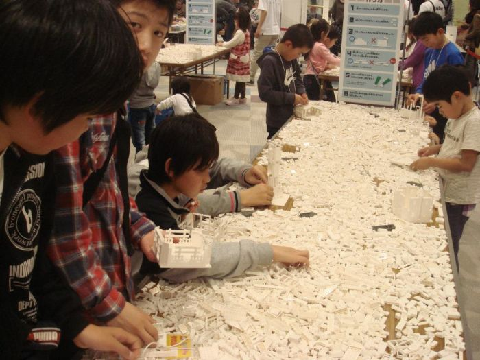 1.8 Million LEGO Bricks Used to Create Map of Japan (19 pics)