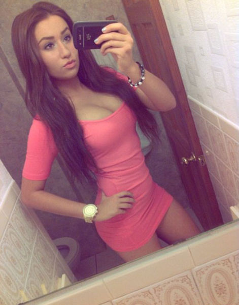 Pretty Girls in Tight Dresses (52 pics)