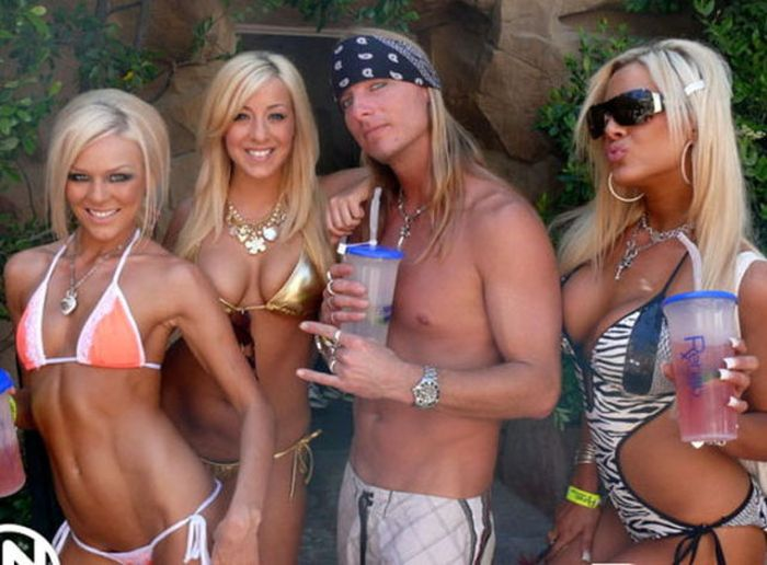 Guess Which One of Them Is Rich (39 pics)