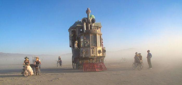 Amazing Steampunk Wheelhouse (6 pics)