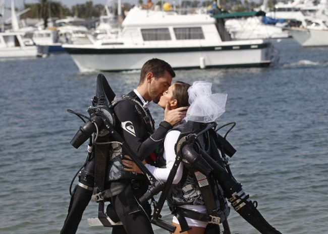 Jet Pack Wedding (12 pics)