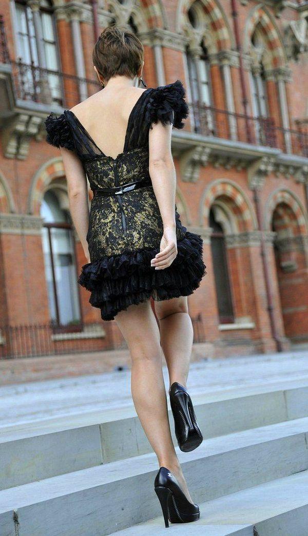 Emma Watson Upskirt (4 pics)