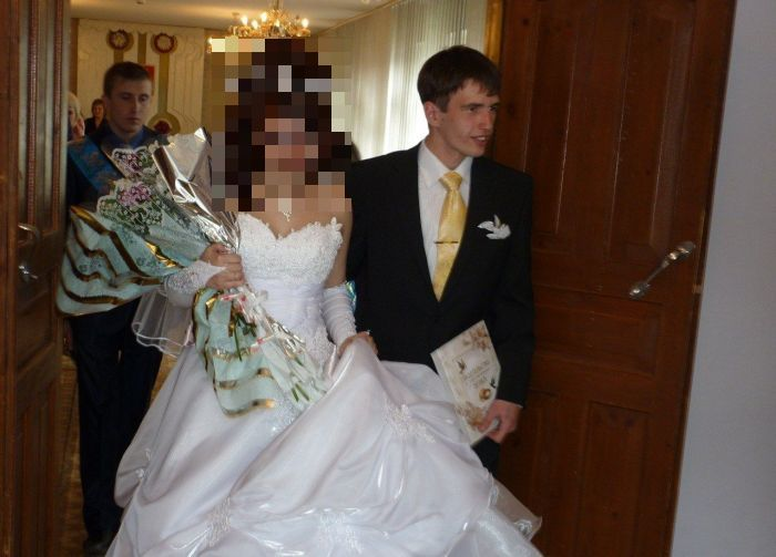 The Bride Seems to Be Very Happy (5 pics)