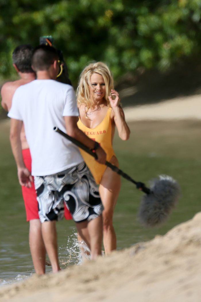 Pamela Anderson in Lifeguard Suit (6 pics)