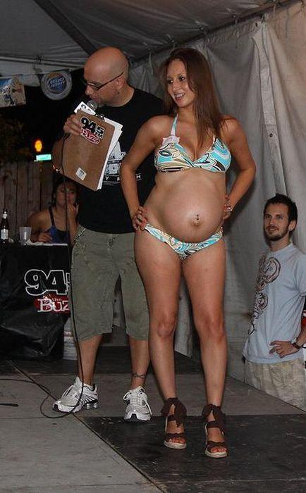 Pregnant Bikini Contest (20 pics)