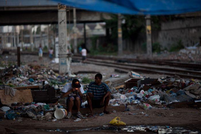 Drug Users of Rio Slums (15 pics)