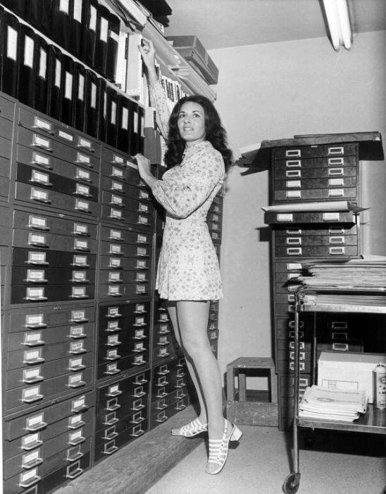 Secretaries of the Past (35 pics)