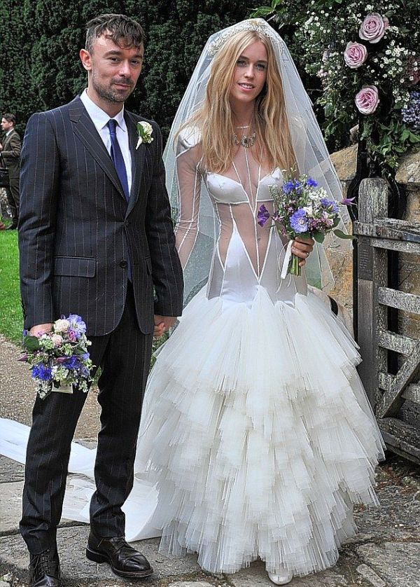 Lady Mary Charteris' Wedding Dress (6 pics)