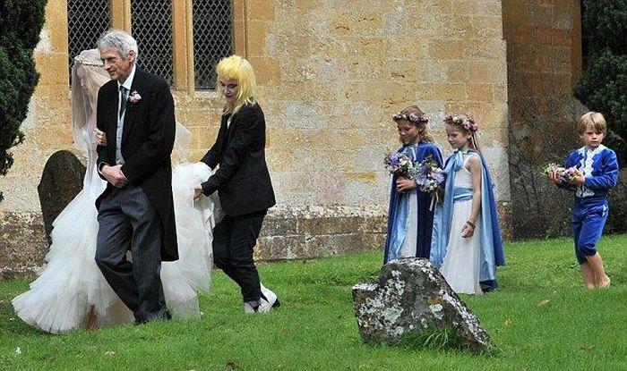 Lady Mary Charteris' Wedding Dress (6 pics)