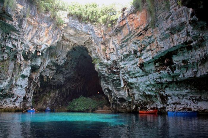 Melissani Cave (22 pics)
