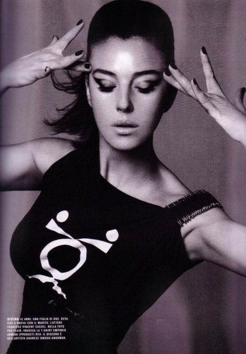 Beautiful Black and White Photos of Monica Bellucci (39 pics)