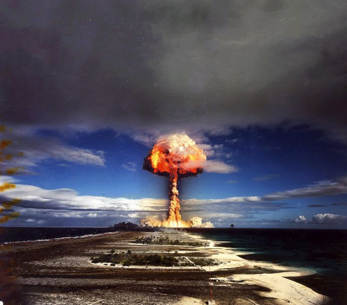 Nuclear Explosion (4 pics + 1 gif)