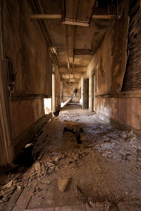 Abandoned School for Girls (60 pics)