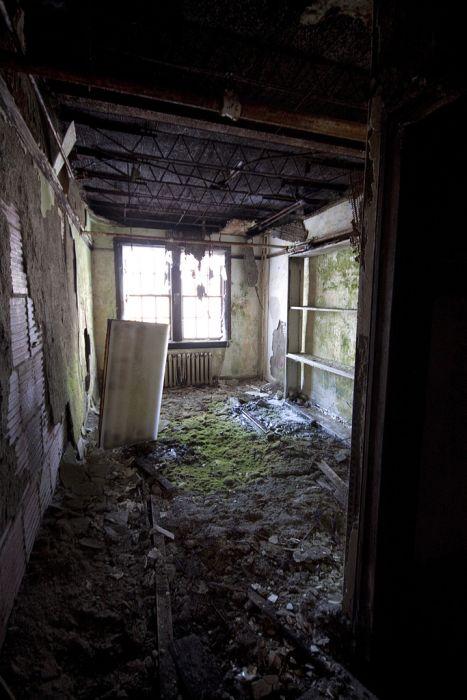Abandoned School for Girls (60 pics)