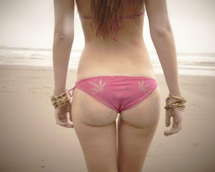 Girls on the Beach (46 pics)