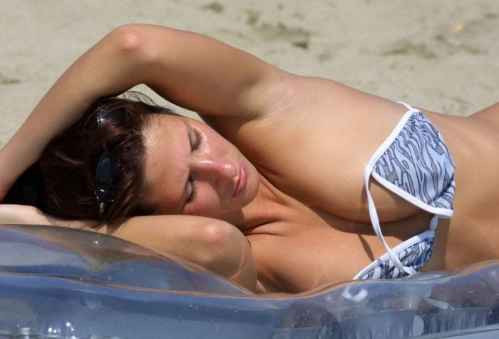 Girls on the Beach (46 pics)