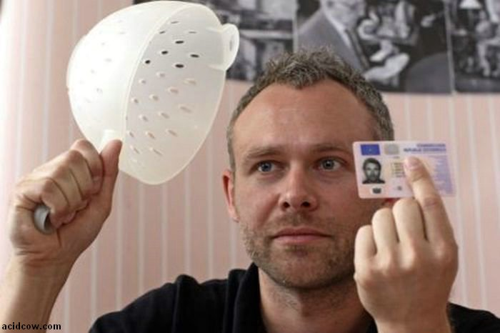 Man Wins the Right to Wear Pasta Strainer (3 pics)