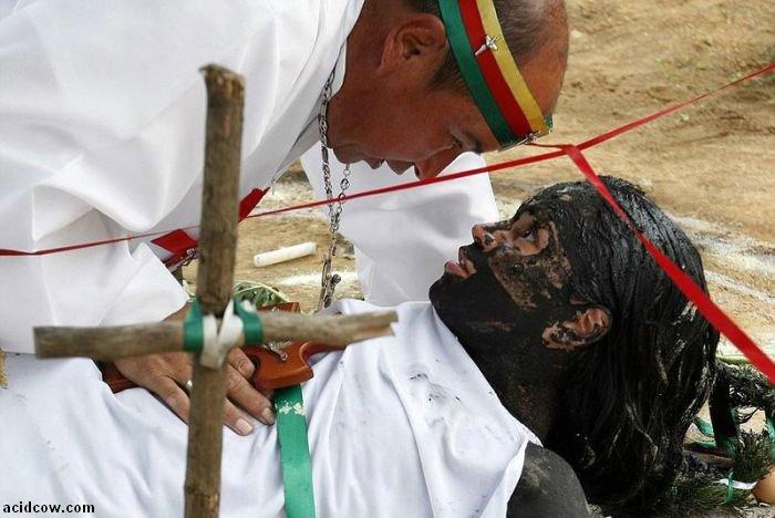 Exorcism Ritual in Columbia (9 pics)