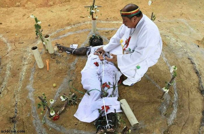 Exorcism Ritual in Columbia (9 pics)