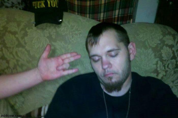 Passed Out at a Party (36 pics)