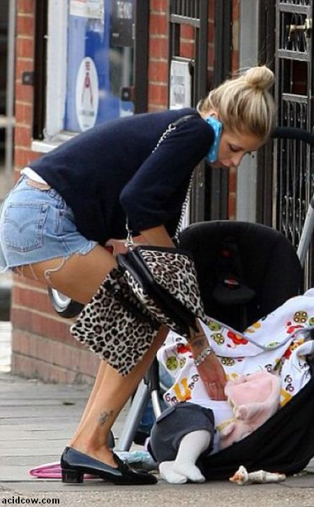 Peaches Geldof's Parenting Fail (5 pics)