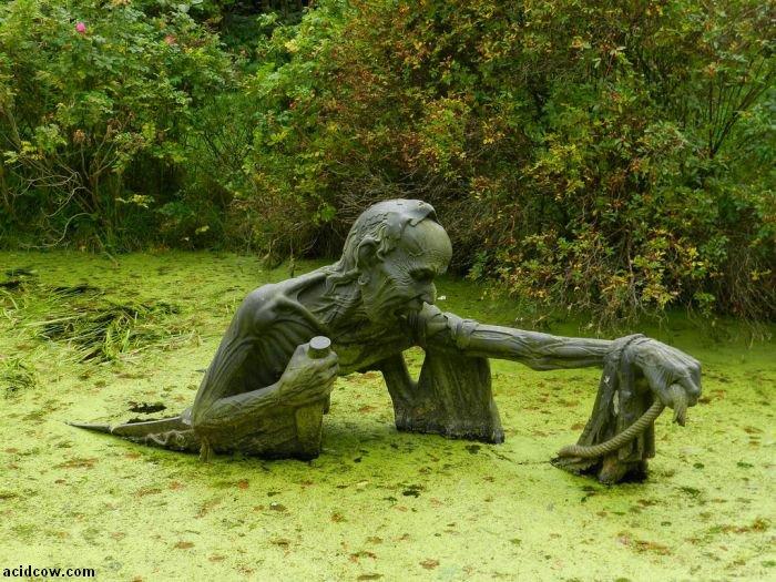 Very Creepy Swamp Sculpture (3 pics)