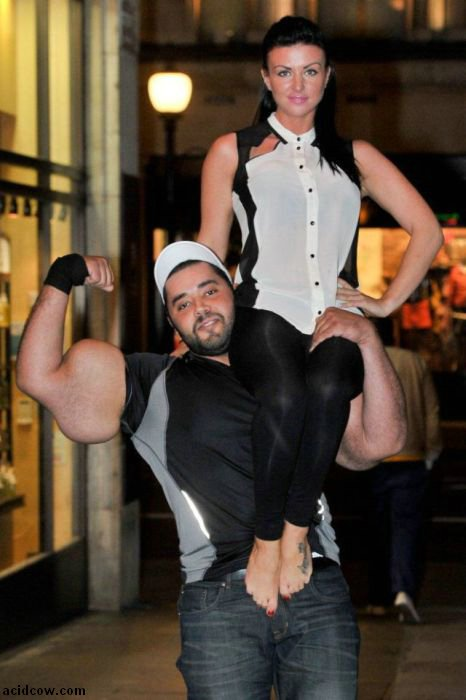 Moustafa Ismail, a Man with the World's Largest Biceps (12 pics)