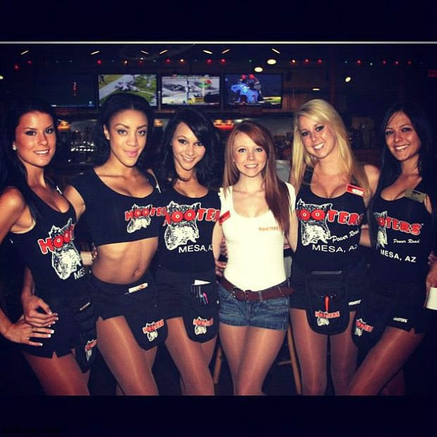 Hooters Girls on Instagram (69 pics)