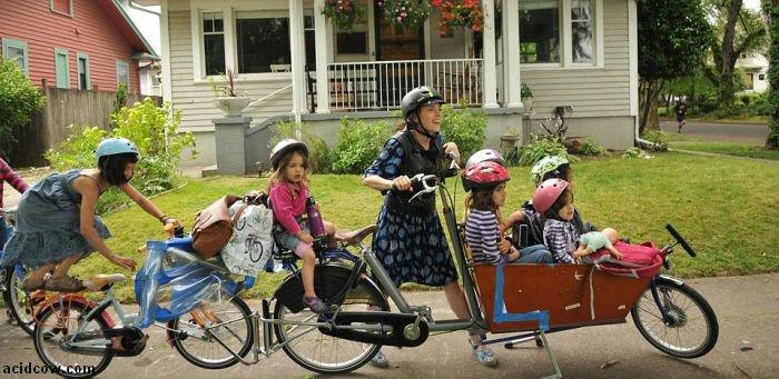 How to Take Six Kids to School with a Bike (8 pics)
