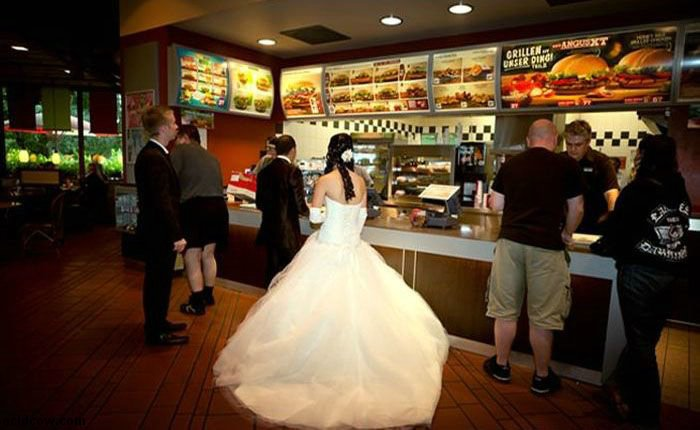 Burger King Wedding (4 pics)