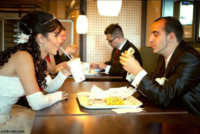 Burger King Wedding (4 pics)