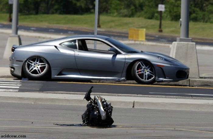 Wrecked Supercars (50 pics)