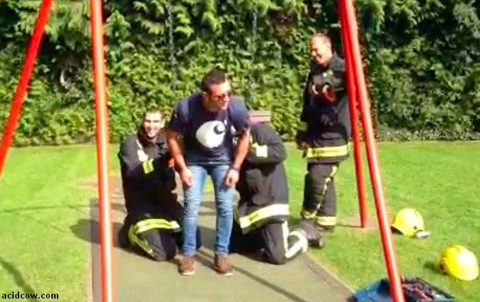 Stuck in a Swing (5 pics)