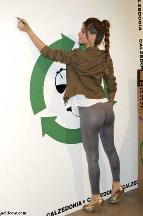 More Girls in Yoga Pants (50 pics)