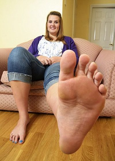 Teen Girl with Giant Feet (14 pics)