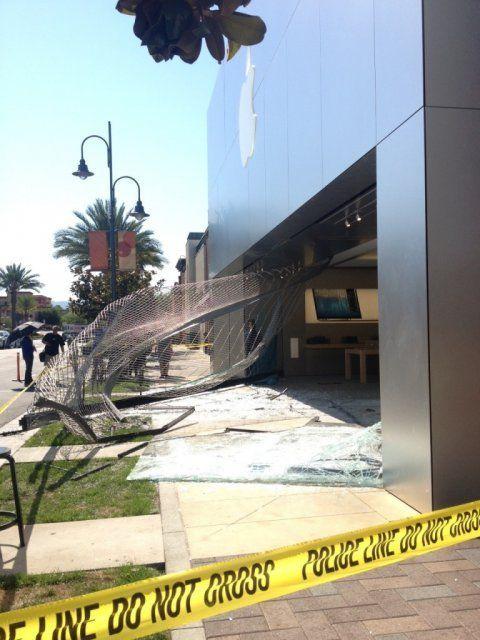 Apple Store Robbery Fail (3 pics + video)