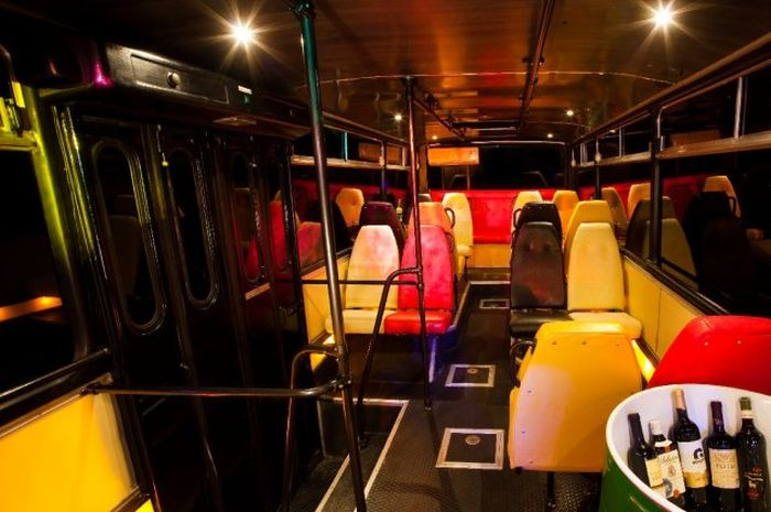 Party Bus (8 pics)