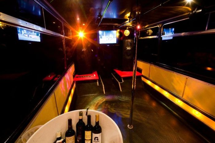 Party Bus (8 pics)
