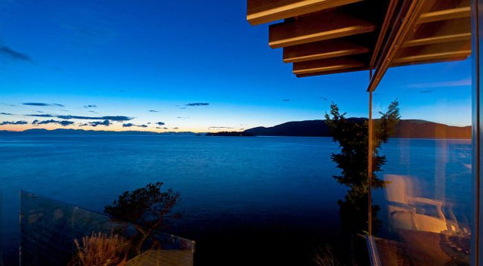 House with a Beautiful View in West Vancouver (41 pics)